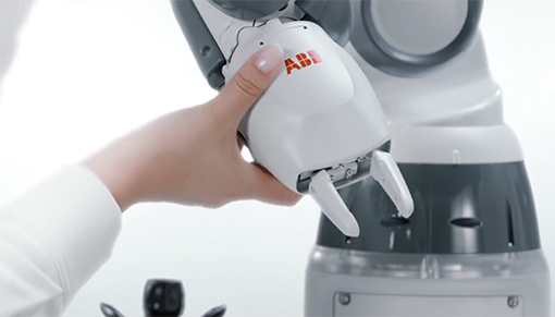 robot collaborativo YuMi a singolo braccio ABB