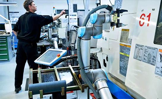 UR cobot CNC machine tending