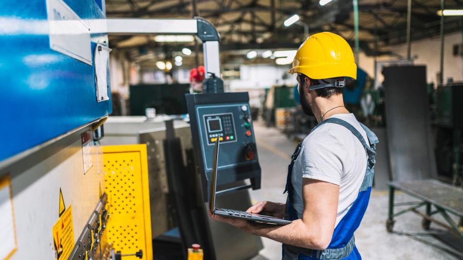 tecnico-fabbrica-macchinari-is-169